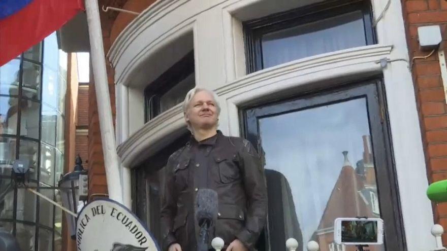 Ekvador: İngiltere, Assange'ın başka bir ülkeye iade edilmeyeceği garantisini verdi