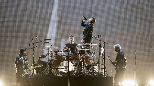 A U2 ír rockzenekar a mexikóvárosi Foro Sol arénában 2017. október 3-án