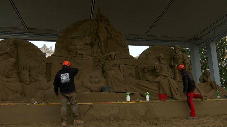 Вертеп из песка на площади Святого Петра