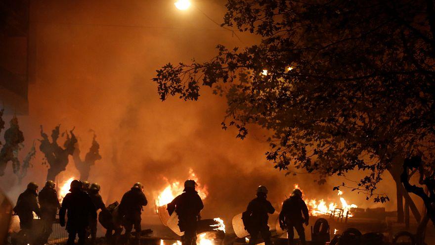 Video | Polis cinayetinin 10. yılı protestoları Atina'yı savaş alanına çevirdi