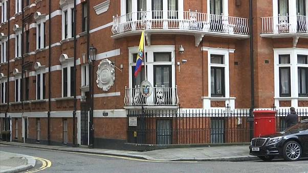 """رئيس الإكوادور: هناك """"سبيلا"""" لمؤسس ويكيليكس أسانج لمغادرة السفارة"""