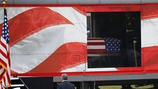 Le train de la dernière demeure de George Bush père