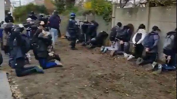 Schülerproteste: Bilder über Polizeieinsatz schockieren Frankreich