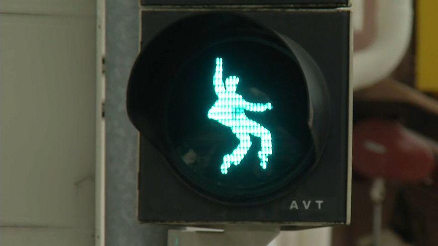 Elvis als Ampelmännchen: Über die Straße mit Hüftschwung