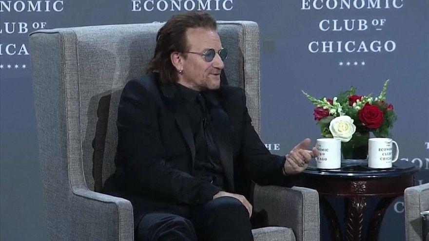 Bono contra a pobreza e em defesa das mulheres