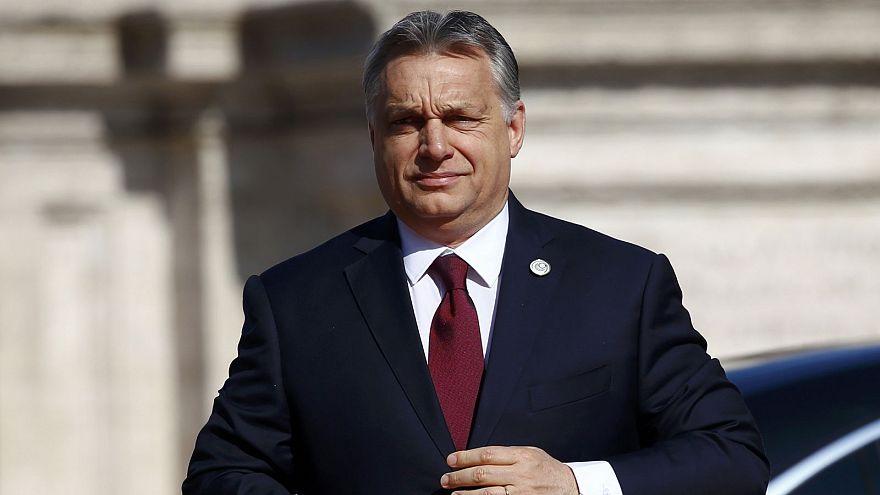 Orbán: minden reggel azzal kelek, hogy derékon vágnak