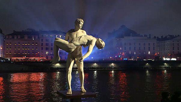 Lyon ilumina-se durante quatro dias