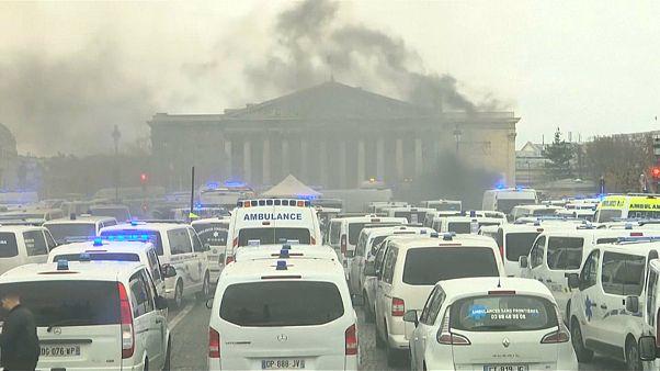 من مظاهرات فرنسا لجنازة بوش الأب.. أبرز مشاهد الأسبوع