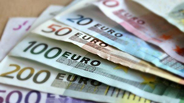 Átvenné az euró a dollár vezető szerepét a világban