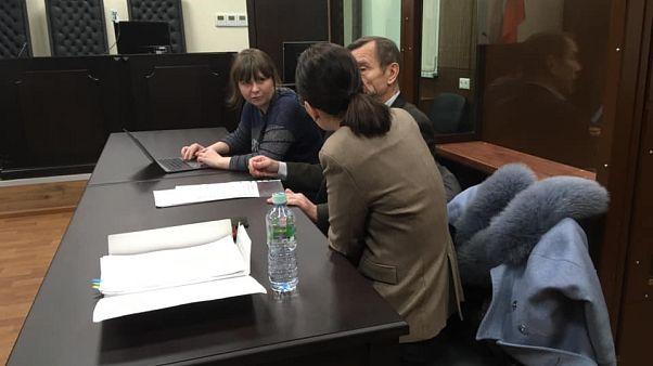 Лев Пономарёв с адвокатами в Тверском районном суде Москвы