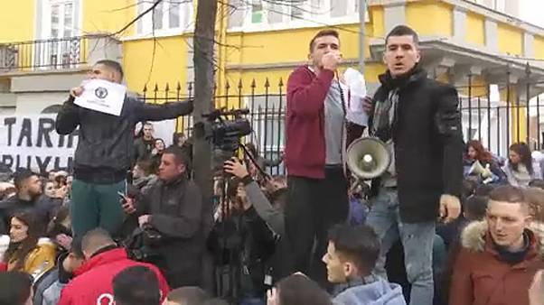 Χιλιάδες φοιτητές στους δρόμους για τη μείωση των διδάκτρων