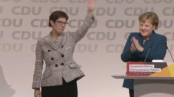 Karrenbauer sucede a Merkel na CDU