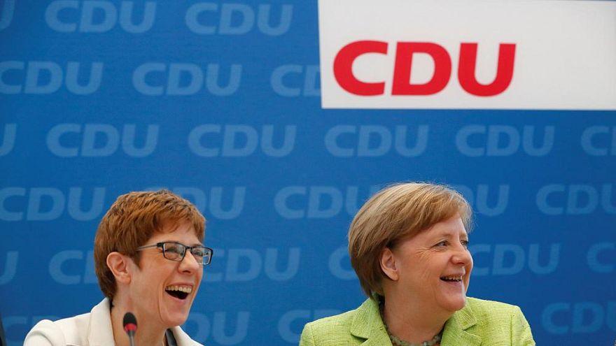 Merkel'in bıraktığı genel başkanlık koltuğuna Karrenbauer oturdu