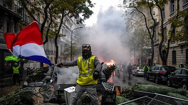 Fransa diken üstünde: Sarı Yelekliler eyleminde 'dördüncü perde'