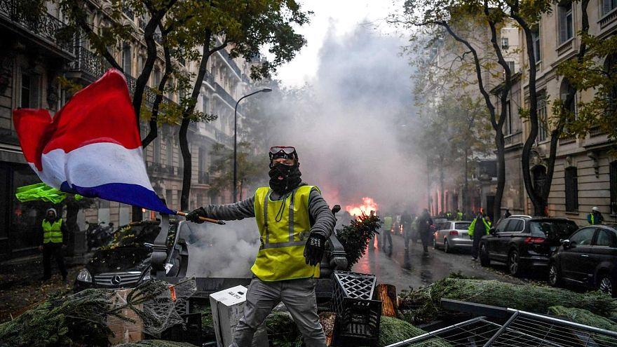 Fransa diken üstünde: Sarı Yelekliler eyleminde 'dördüncü perde' başlıyor