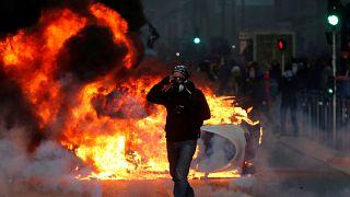 """شاهد: سبت ساخن في باريس.. اشتباكات بين قوات الأمن و """"السترات الصفراء"""""""
