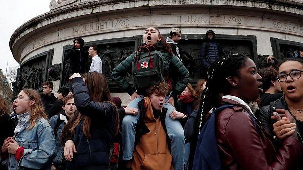 Video | Fransa'da Sarı Yelekliler'den sonra lise öğrencileri de sokakta