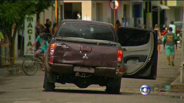 شاهد: سطو مسلح على بنك بالبرازيل يودي بحياة 14 شخصا