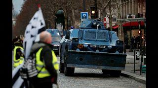 Sarı Yelekliler'den dev protesto: 125 bin kişi katıldı, yaklaşık bin beş yüz kişi gözaltına alındı