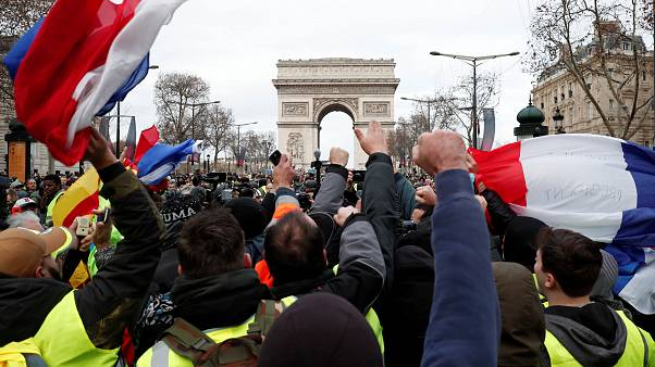 Több száz sárga mellényest letartóztattak Párizsban