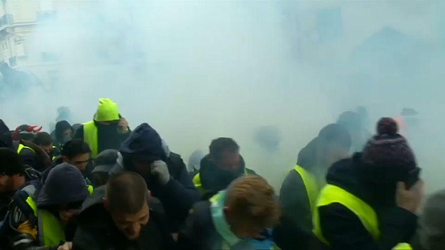 Tränengas auf den Straßen in Paris