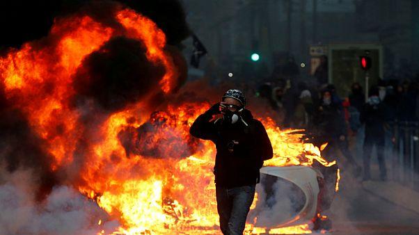 تظاهرات جلیقه زردها؛ پلیس فرانسه بیش از ۱۳۰۰ نفر را بازداشت کرد