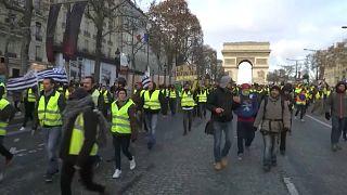 Sarı Yelekliler: Paris'te 'protestolu cumartesi'