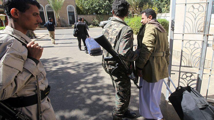 الحوثيون يدعون إلى حكومة انتقالية تضم كل الأحزاب السياسية في اليمن