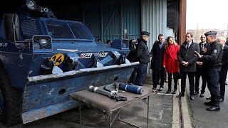 Fransa İçişleri Bakanı Castaner Fransız polisini ziyaret etti