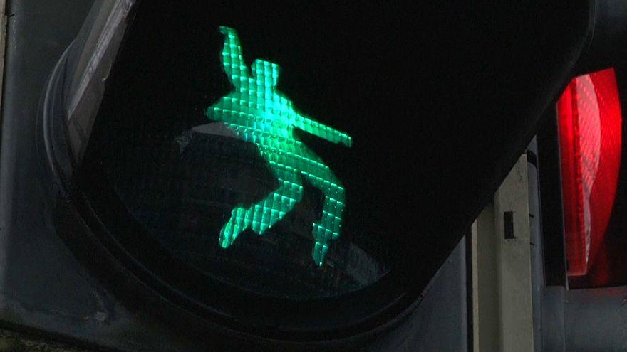تصویر الویس پرسلی بر چراغهای راهنمایی عابران در آلمان
