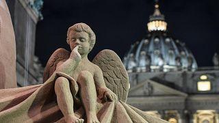 Vatikan'da kumdan devasa Hazreti İsa heykeli ziyaretçilere açıldı