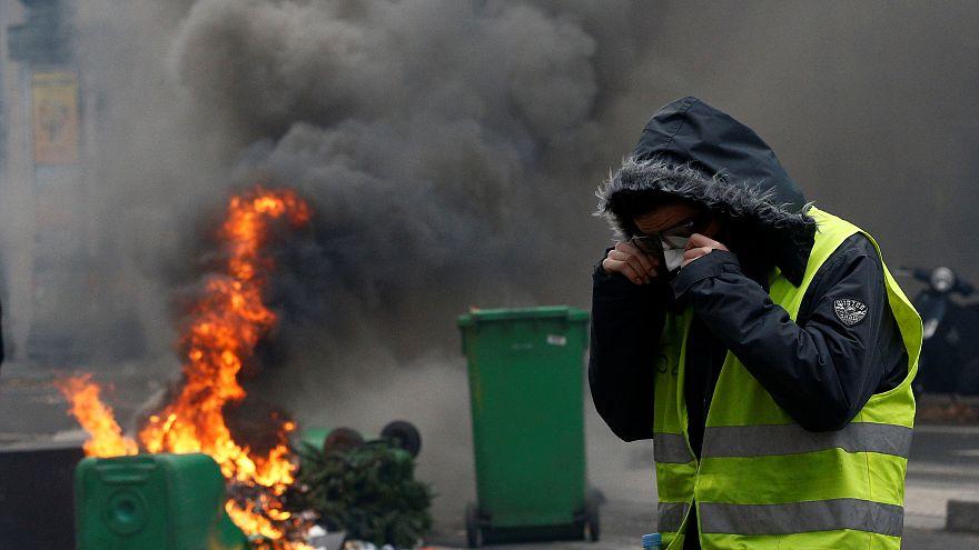 شاهد: كيف تعتقل الشرطة الفرنسية متظاهري السترات الصفراء