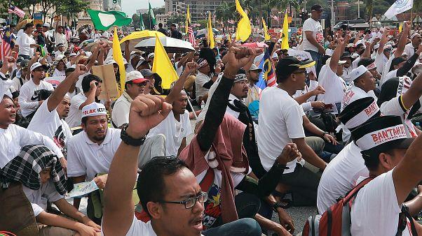 الملايو يحتفلون برفض حكومة ماليزيا توقيع معاهدة ضد التمييز العرقي