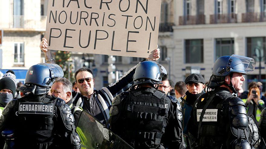 Día D para Macron mientras Francia pide que rueden cabezas