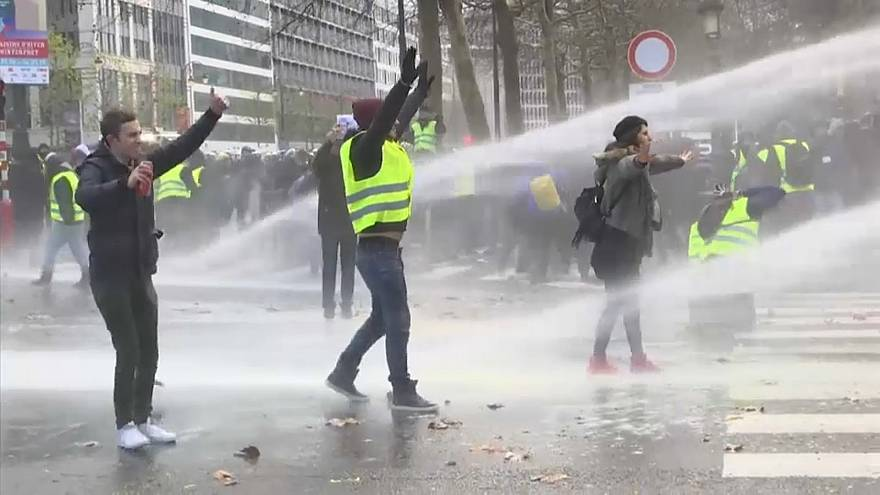 Water cannon used on yellow vest protesters in Belgium
