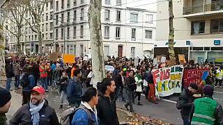احتجاجات السترات الصفراء تطال كل مدن فرنسا
