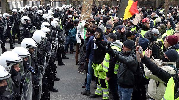"""Les """"gilets jaunes"""" belges eux aussi dans la rue"""