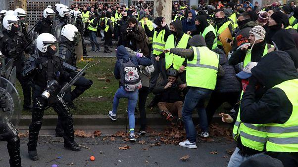 شاهد: اعتقال المئات من محتجي السترات الصفراء في بلجيكا