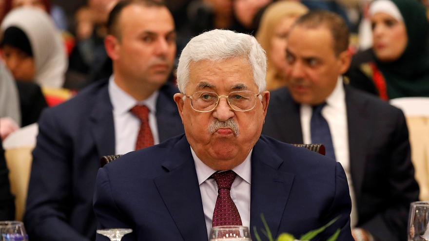 عباس يهدد بحل المجلس التشريعي الذي تسيطر حماس على أغلبية مقاعده منذ 2006