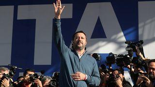 """Matteo Salvini surfe sur la vague """"gilets jaunes"""" à Rome"""