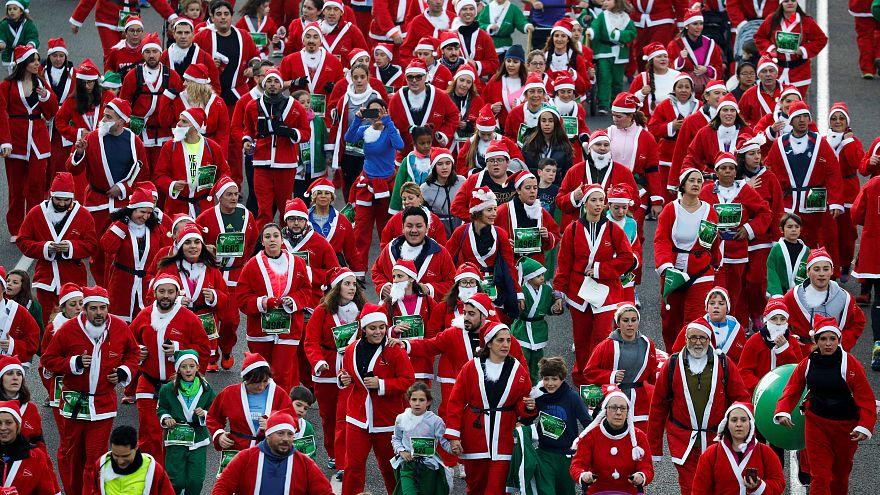 شاهد: آلاف بسترات سانتا كلاوس الحمراء يشاركون في سباق خيري في مدريد