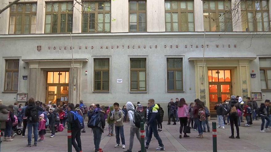 Bécsben nyelvórát tartanak a menekült gyerekeknek testnevelés helyett
