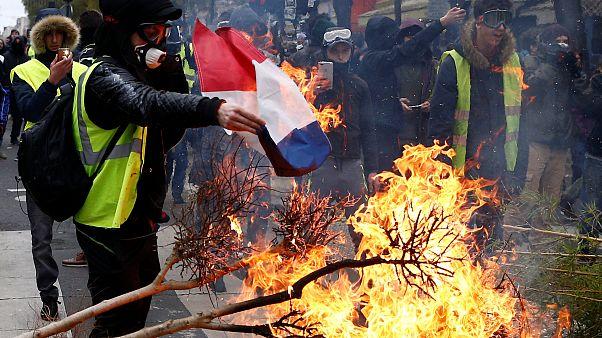 فرانسه ادعای دخالت سایبری روسها در ناآرامیهای این کشور را بررسی میکند