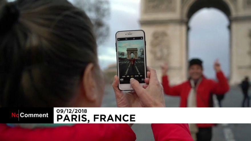 """Paris volta a erguer-se depois da passagem dos """"coletes amarelos"""""""