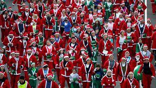Забег Санта-Клаусов по улицам Мадрида