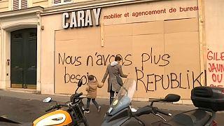 احتجاجات السترات الصفراء تؤثر على أكبر موسم تسوق في باريس