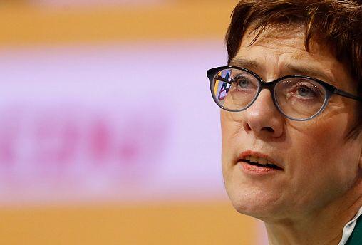 Kramp-Karrenbauer plans improvements to Merkel's immigration rules