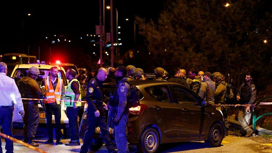 إصابة ستة إسرائيليين في هجوم بالرصاص نفذه فلسطيني في الضفة الغربية