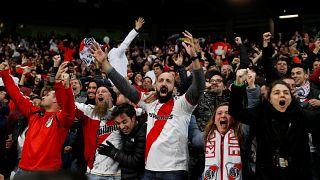La fiesta de los seguidores del River Plate acabó como el rosario de la aurora en Buenos Aires