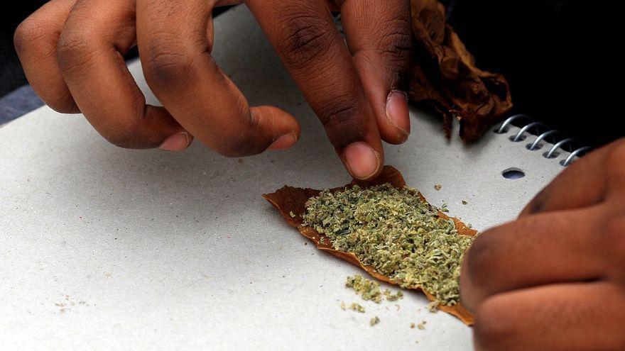 """أميركيون مسنّون """"يهرولون"""" إلى الماريجوانا!"""